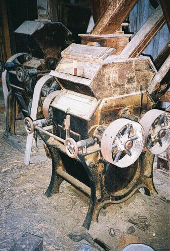Antique Mill Machinery in Good Condition